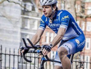 Un biciclist britanic a pedalat în jurul lumii 78 de zile, doborând recordul mondial