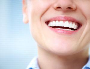 Experţii avertizează: peste 25% dintre români îşi pierd dinţii prea devreme