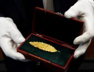 O frunză de aur din coroana lui Napoleon, vândută la licitație cu 625.000 de euro