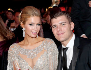 Paris Hilton şi actorul Chris Zylka s-au logodit
